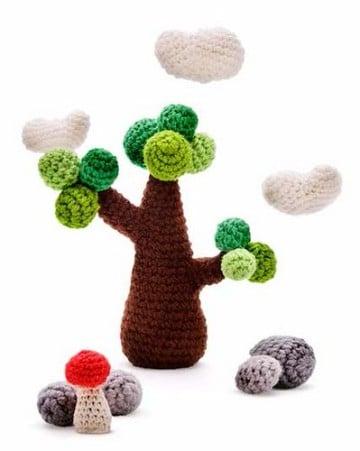 arboles tejidos al crochet con paisaje