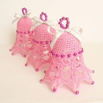 campanas tejidas a crochet en rosado