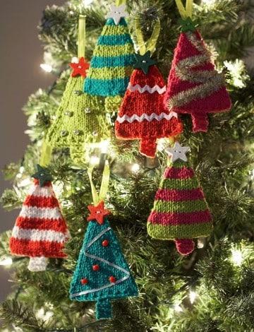 coloridos pinitos de navidad al crochet
