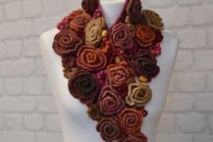 Los cuellos a crochet para mujer hechos a ganchillo y palitos