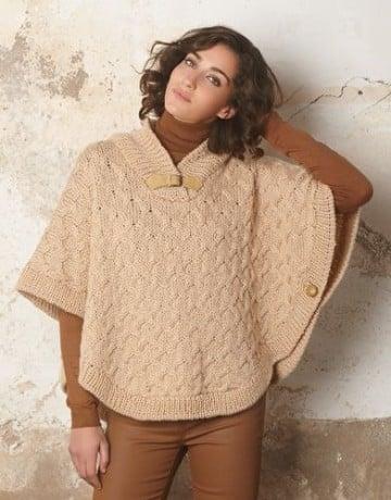 modelos de ponchos tejidos en beige