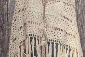Lindos ponchos y capas tejidas a crochet para mujer actual