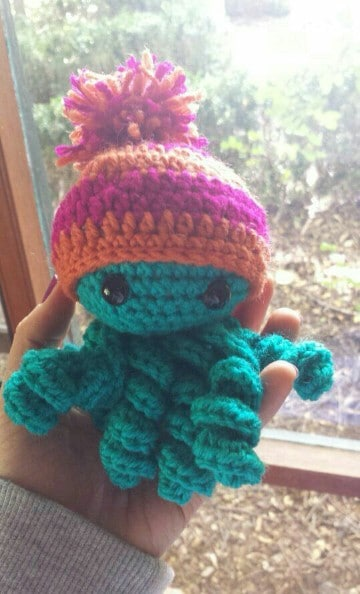 pulpos tejidos a crochet con sombrero