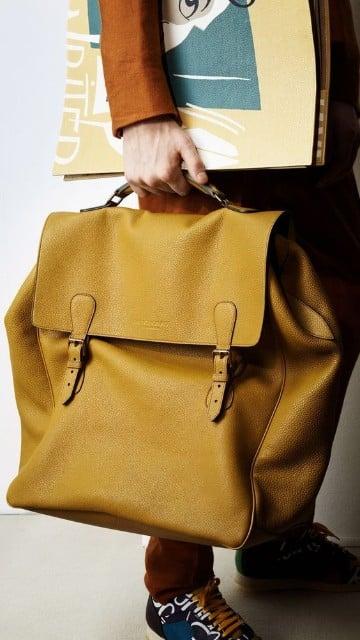 bolsos color mostaza para hombres