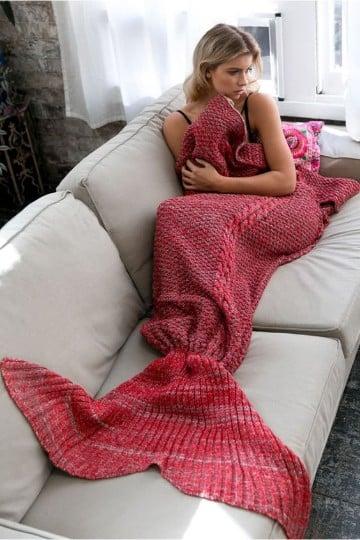 cola de sirena a crochet roja