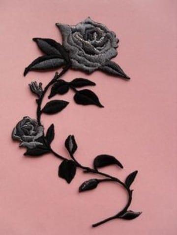 parches de flores bordadas negras