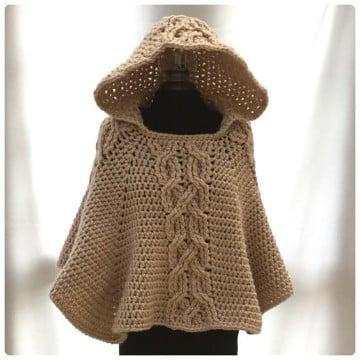 poncho con capucha a crochet marron