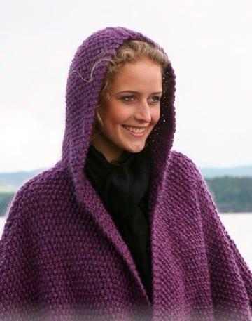 poncho con capucha a crochet morado