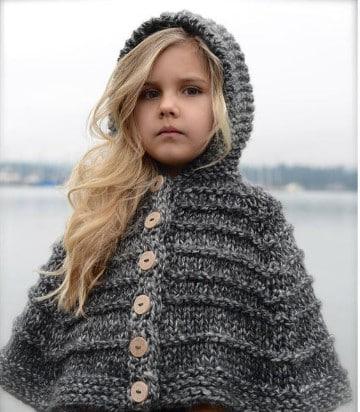 poncho con capucha a crochet niña