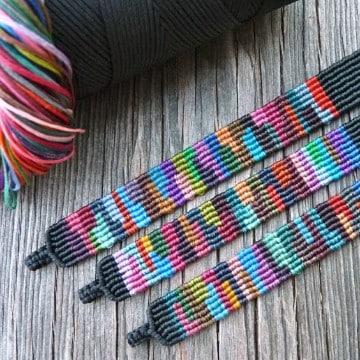 pulseras tejidas en macrame de colores
