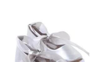 Lindas bailarinas plateadas niña para que luzcan a la moda