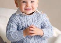 Los jerseys de bebe a dos agujas para niños y niñas felices