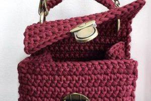 Los bolsos juveniles tejidos a crochet de moda