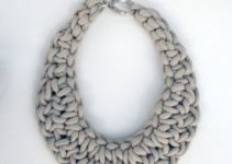 Unas imagenes de collares tejidos a mano con estilo moderno