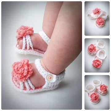 sandalias tejidas para bebe con flores