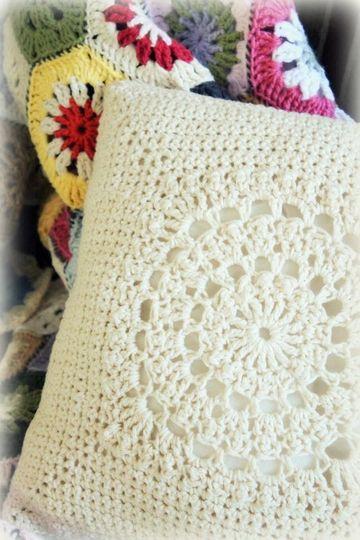 almohadones al crochet cuadrados blancos