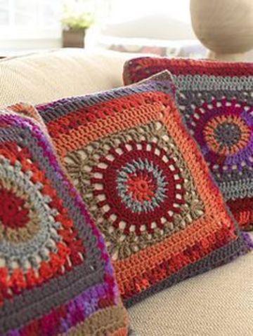 almohadones al crochet cuadrados combinados