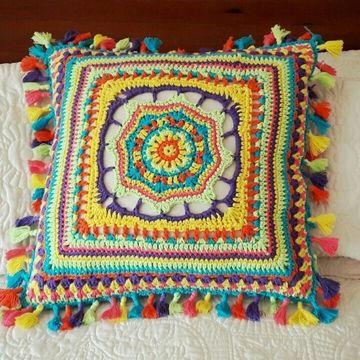 almohadones al crochet cuadrados con flecos