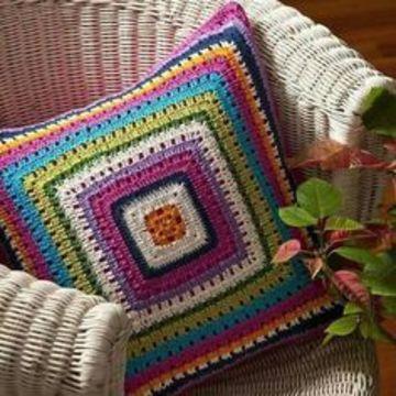 almohadones al crochet cuadrados de colores
