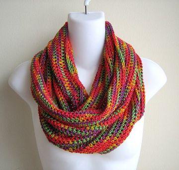cuellos tejidos a palillos de varios colores