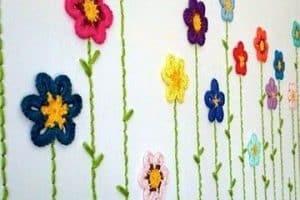 Unos cuadros a crochet con flores de todo tipo y estilo