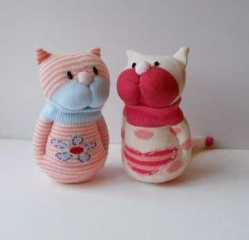 muñecos hechos con calcetines de niña
