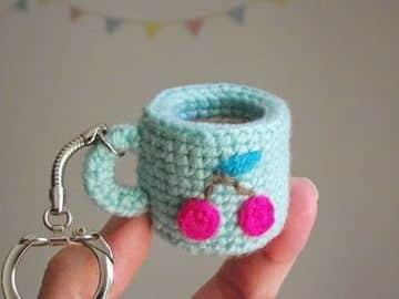 llaveros tejidos a crochet de mini mug