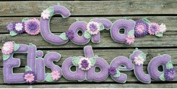 nombres tejidos a crochet de niña con flores