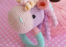 Los sonajeros tejidos al crochet personalizados para tu bebé