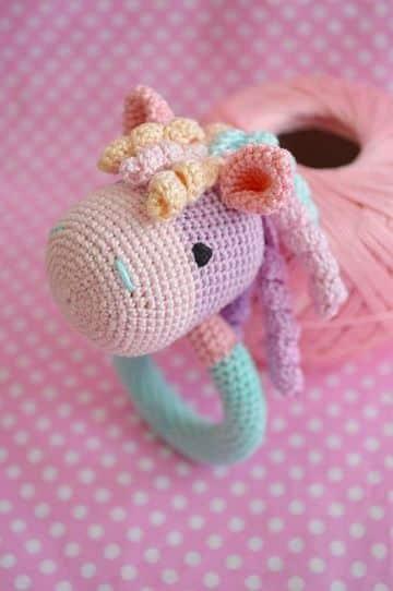sonajeros tejidos al crochet de unicornio