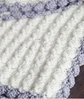 colchitas para bebe a crochet blanco y lila
