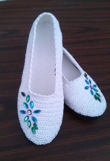 como hacer zapatillas de ganchillo decorada con piedras