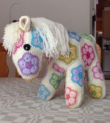 peluches tejidos a crochet de flores africanas