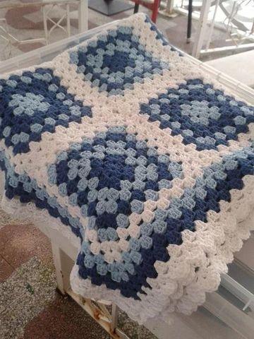 tapetes de crochet cuadrados blanco y azul