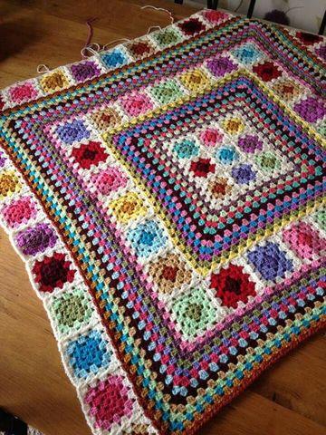 tapetes de crochet cuadrados de colores