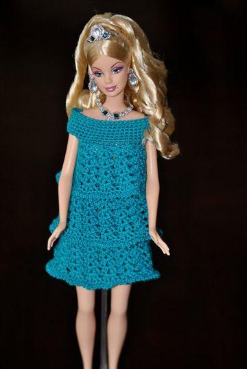 vestidos a crochet para muñecas de moda