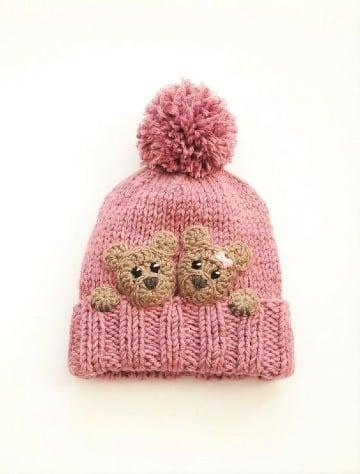 diseños de gorros con pompones para bebe