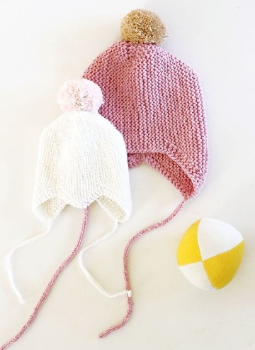 gorros con pompones para bebe tejidos