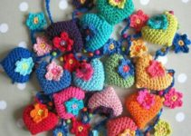 Hermosos corazones tejidos a crochet ideales para obsequiar
