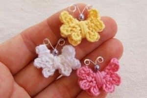 Mariposas tejidas a crochet para adornar tus prendas
