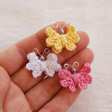 pequeñas mariposas tejidas a crochet