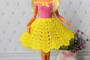 6 pasos para hacer vestidos de muñecas tejidas a crochet