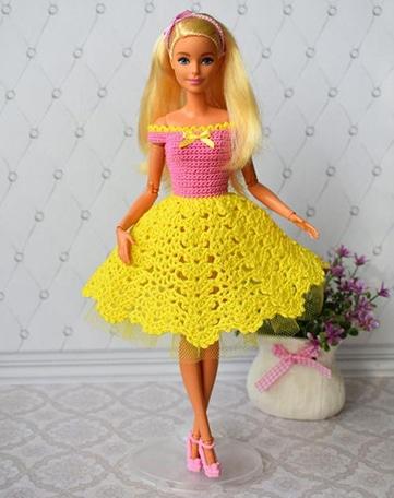 ropa y vestidos de muñecas tejidas a crochet