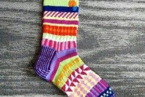 Calidos calcetines con agujas circulares de 2 a 3 colores