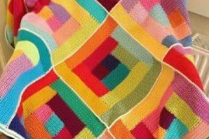 Coloridas mantas tejidas a crochet a 4 tonos