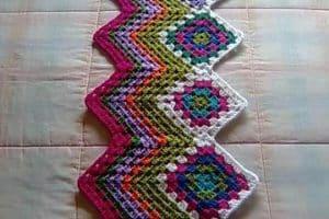 2 tejidos artesanales en crochet basados en figuras