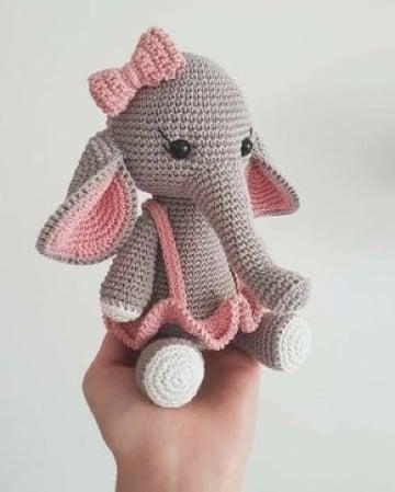 elefante tejido a crochet para niña