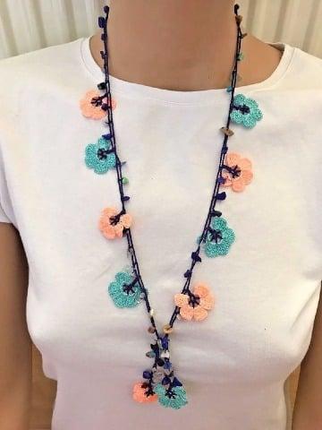 imagenes de collares con flores tejidas