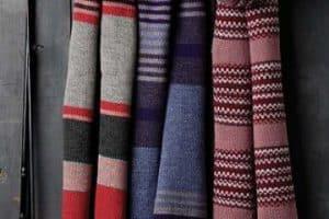 Diseños de chalinas a crochet para hombres a 3 puntos