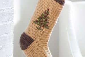 5 pasos para hacer sencillas medias navideñas en crochet